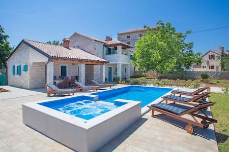 Villa Medvidici with private swimming pool - Medvidići - Vila