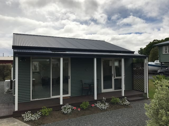 McKerrow Cottage in the heart of Te Anau