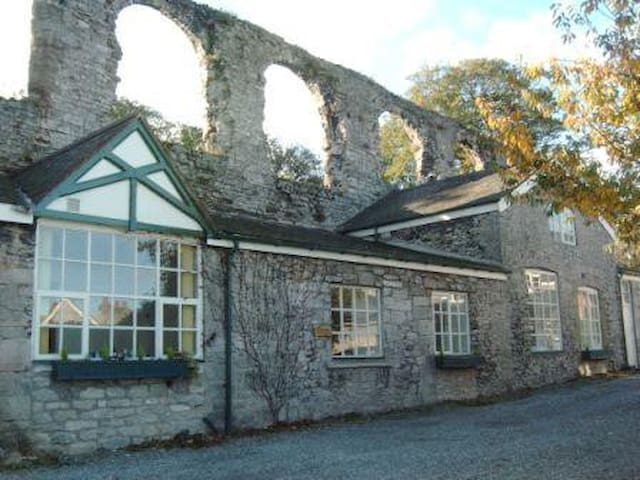 Luxury Cottage 2 Bedroom in Centre of N. WALES - Denbigh