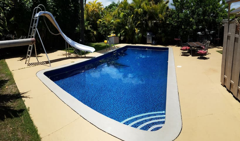 Kailua Pool House 3Bed/2bath 2 blocks from Beach