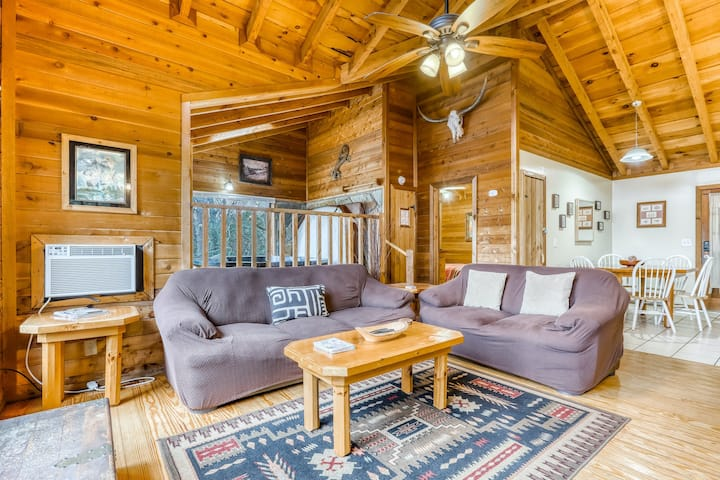 Mountain cottage w/ forest views, indoor hot tub, fireplace, free WiFi - dogs ok