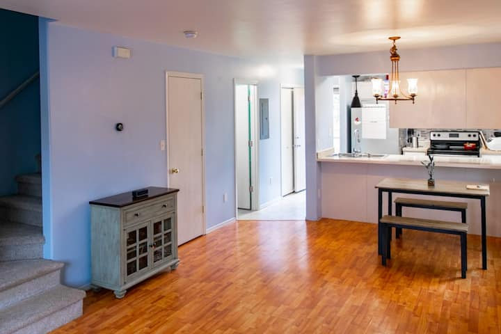 Clean & modern condo three minutes from the ocean