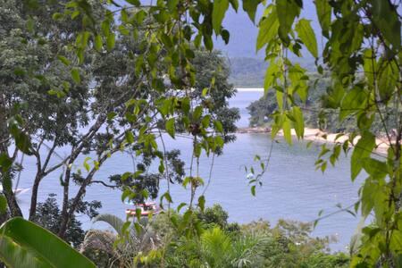 Casa romântica com vista para o mar - Ubatuba