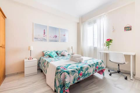 Super-central double bedroom in Málaga