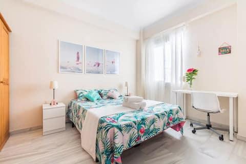 Málaga'da süper merkezi çift kişilik yatak odası