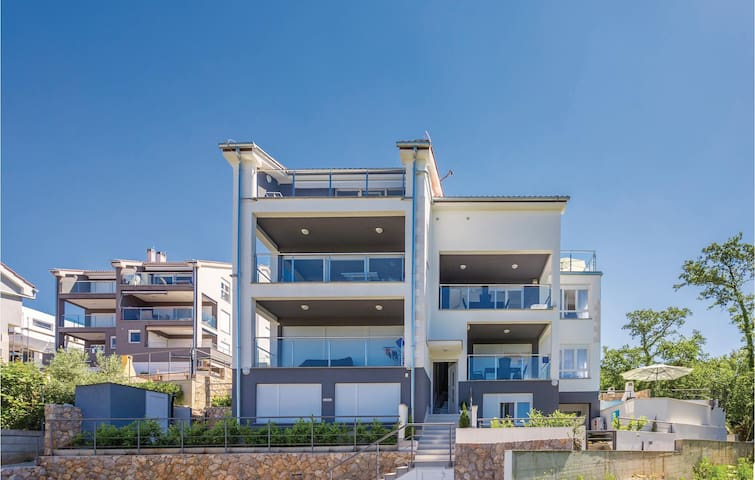 Semi-Detached with 4 bedrooms on 143 m²