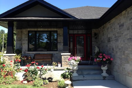 Chateau Chiasson on the edge of Wine Country - Quinte West - Dom