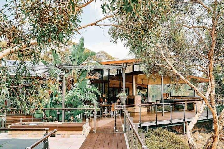 Treehouse in the Australian bush!