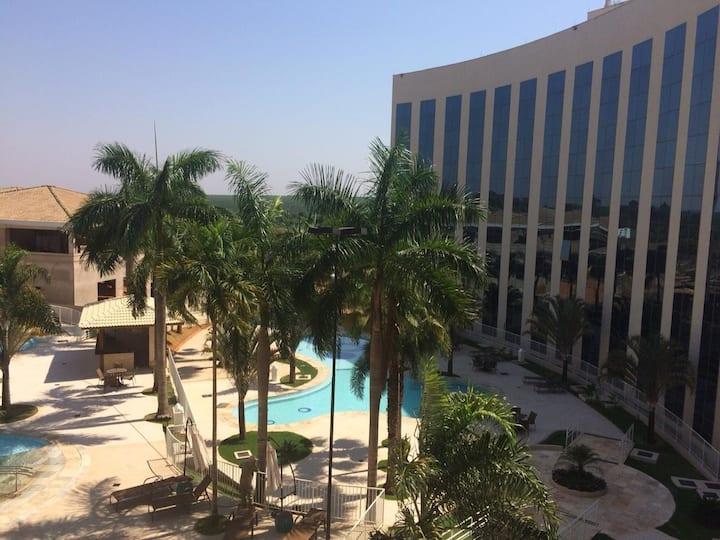Hotel c/ Piscina: Apto dentro do Parque do Peão