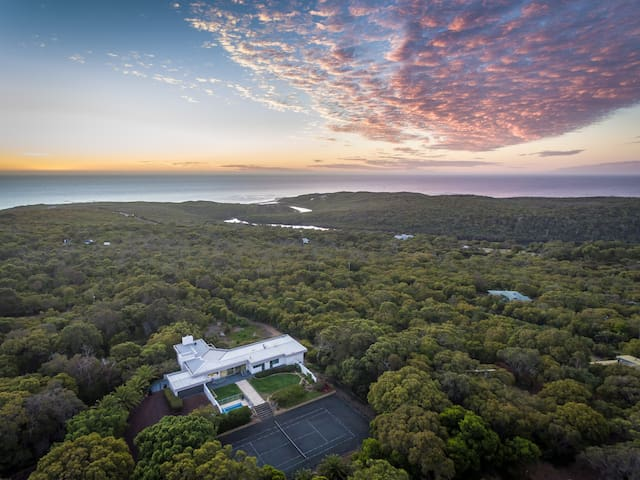 Horizons - spacious, ocean + bush views, peaceful