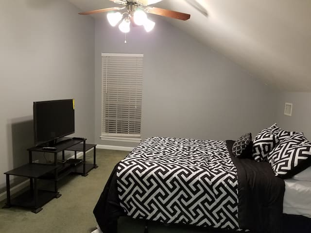 **Cozy & Private Retreat 12 mi from Downtown** - Nashville