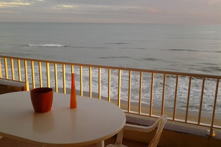 6th floor ocean-front, spectacular views, for 5-6p - Calafell - Apartment