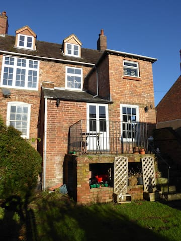 Historic four bed house in Shropshire market town