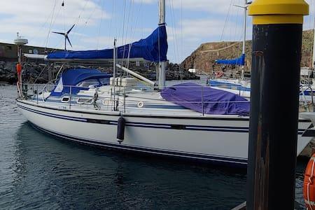 Urlaub auf einer Segelyacht (Liegeplatz Azoren)