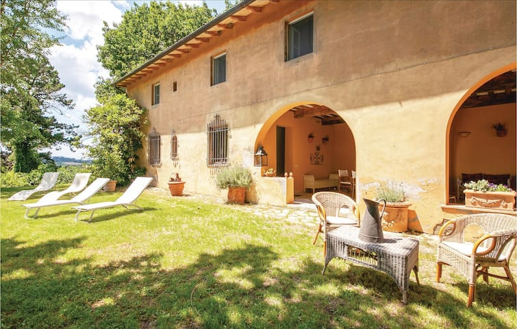 Holiday cottage with 5 bedrooms on 270m² in Crespina PI
