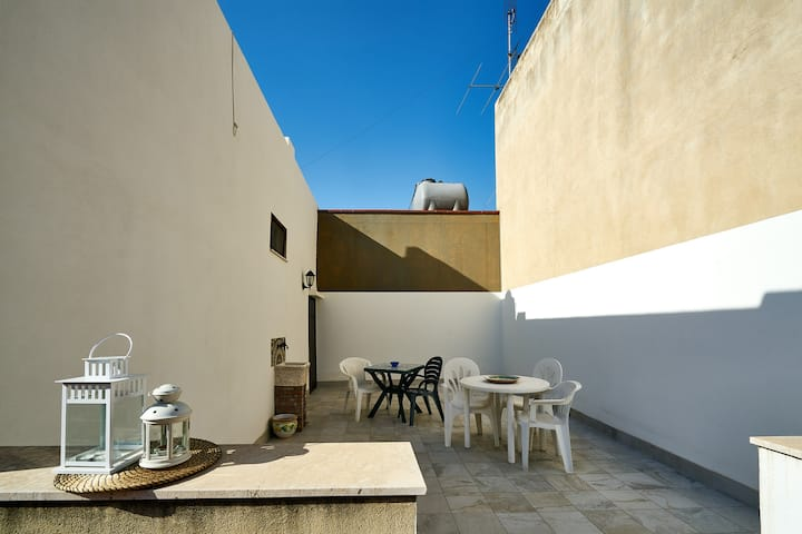 House with 2 bedrooms in Avola, with wonderful sea view and furnished terrace