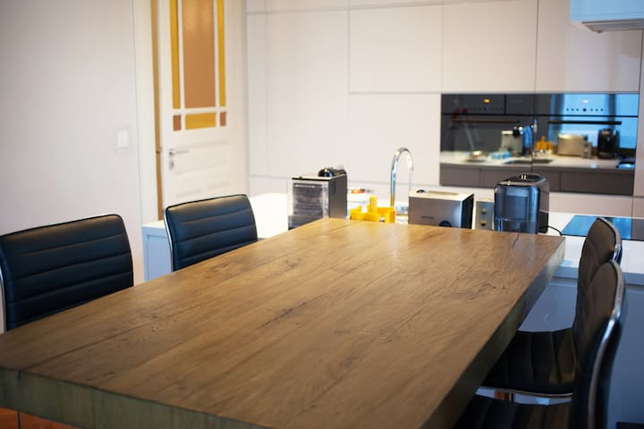 A wonderful bright 180 m2 3-bedroom apartment