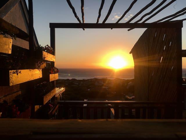 Treetops sunset cabin