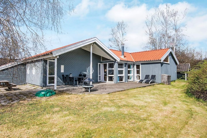 Espaciosa casa vacacional en Ebeltoft con sauna