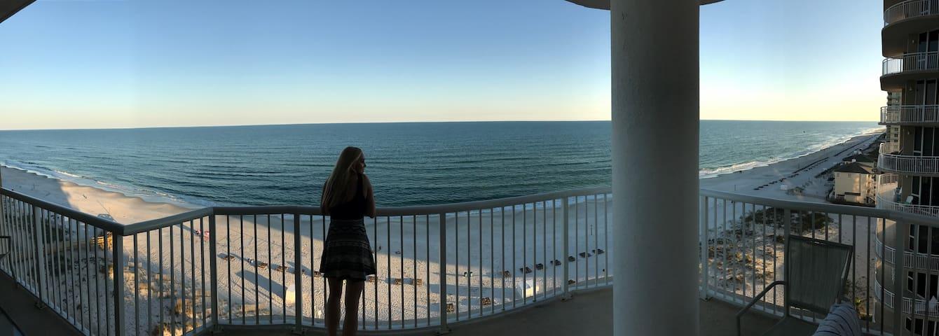 Gulf front condo-10th floor beauty! Amazing views!