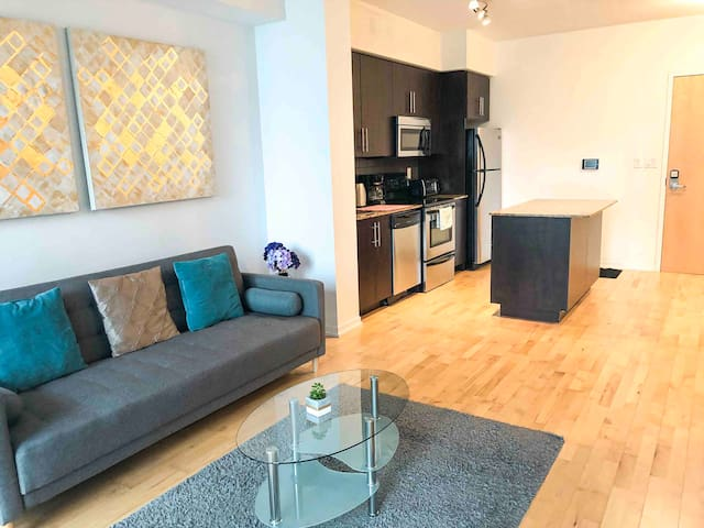Large Condo | CN Tower | Downtown Toronto |