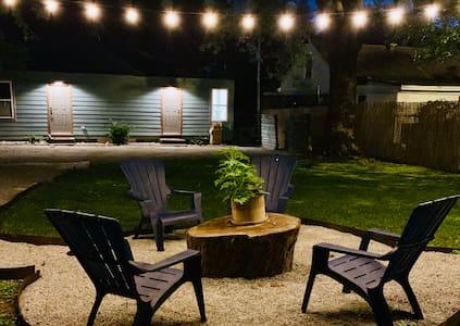 Boho Groove - urban studio with relaxing backyard