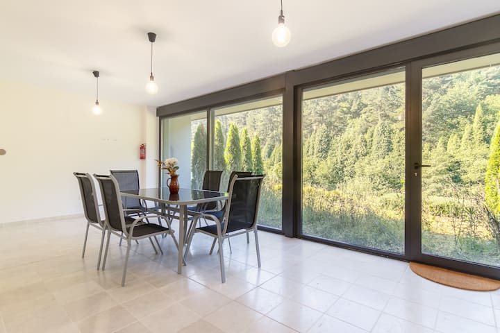 Beautiful house with pool 15 min. from Bilbao