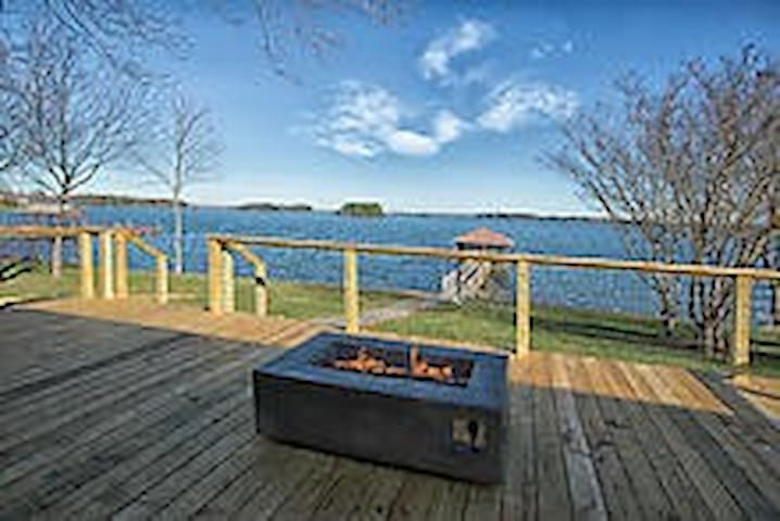 WATERFRONT LAKEHOUSE PRIVATE DOCK & AMAZING VIEW