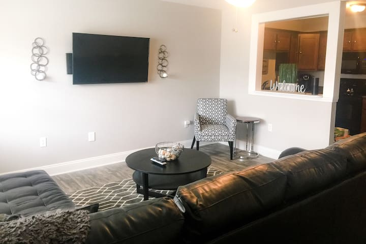 Harrison St. Downtown Loft: Unit B - Farmington - Loft