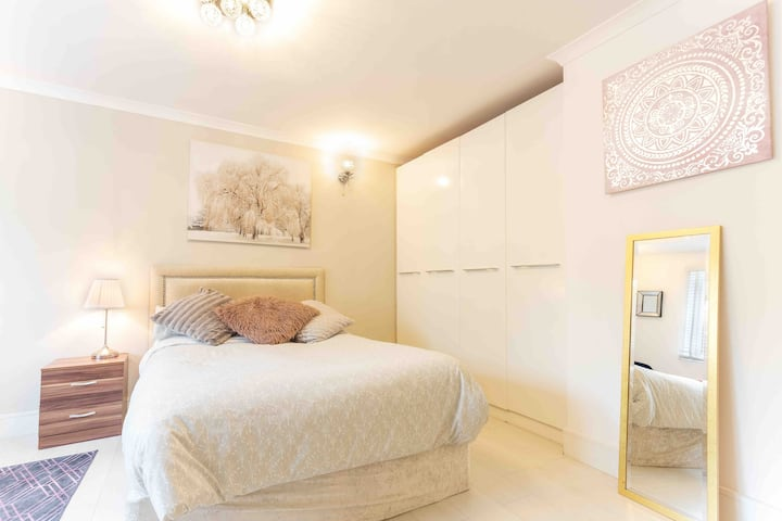Modern studio close to central London (zone 2)