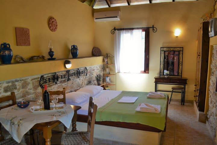 "Traditional stone apartment ""Thalassini"""