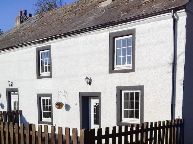 1 LOW BRAYSTONES FARM COTTAGE, pet friendly in Beckermet, Ref 952029