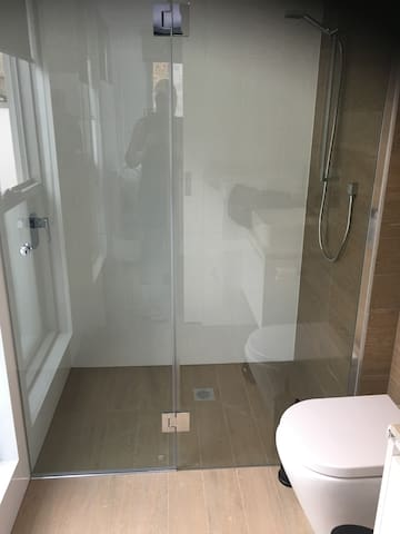 Ensuite and extra full bathroom