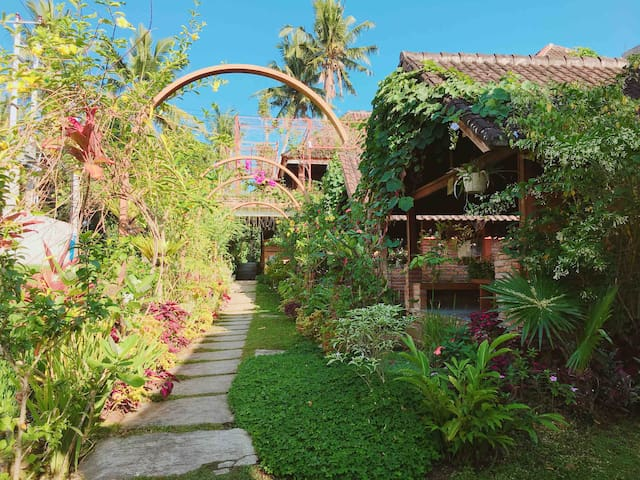 Bata Bata guesthouse- bungalow in Ubud Centre