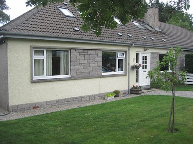 Spacious 4 bedroom house in Aviemore - Aviemore - Talo