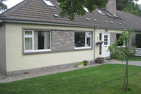 Spacious 4 bedroom house, quiet & central Aviemore