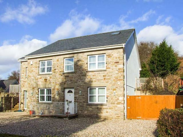 ABOUTIME COTTAGE, pet friendly in Parkend, Ref 920956