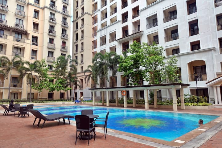 Condo near NAIA 3 & Resortsworld w/ WiFi & Parking