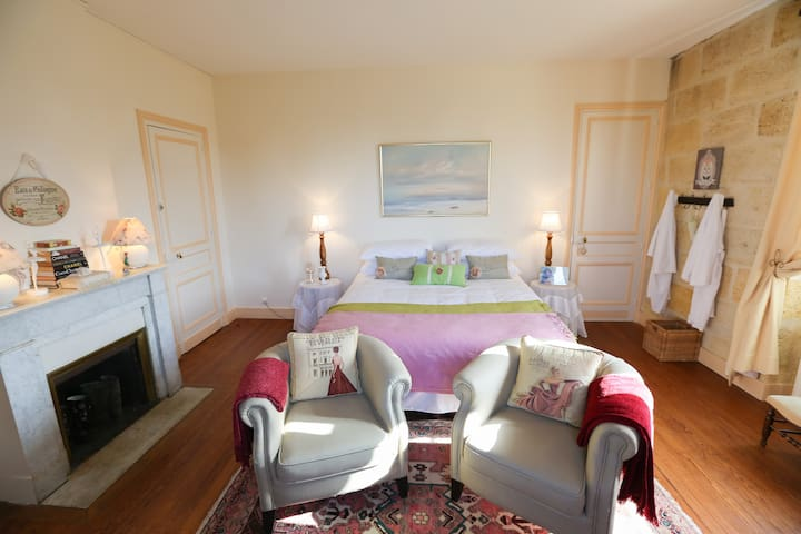 Moulis Room - Chateau Le Lout - Le Taillan-Médoc - Bed & Breakfast