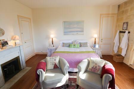 Moulis Room - Chateau Le Lout - Le Taillan-Médoc