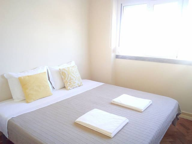 Private Room airport + Kitchen + WC + living Room - Lisboa - Квартира