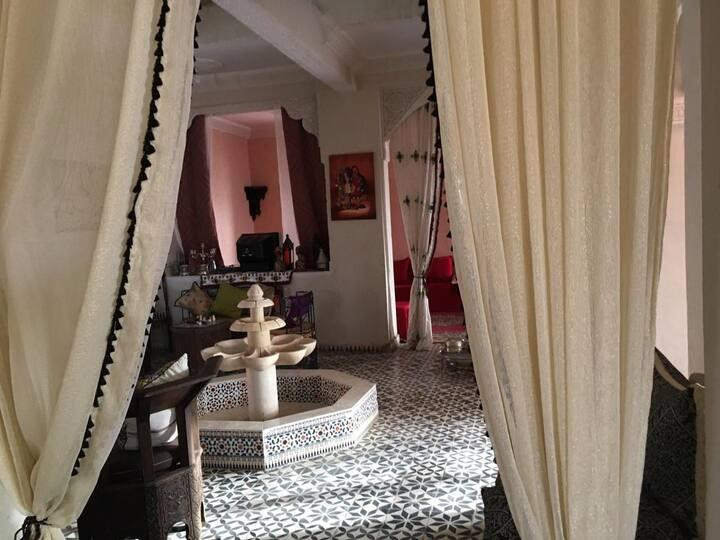 Villa traditionel au milieu dun village chaleureux