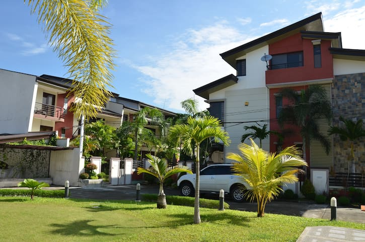 Private , Cozy and Well Equipped  Condo Near Clark - Angeles - Apartament