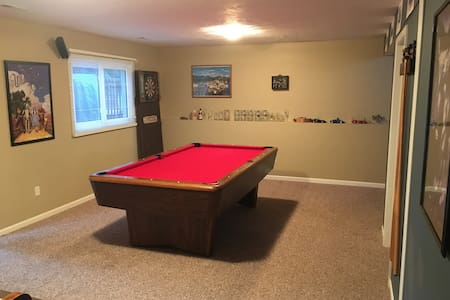Private Lower Level of Grandville House (sleeps 2) - Grandville