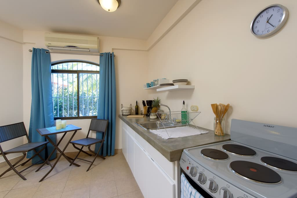 -Wonderful apartment. Perfectly furnished and extremely well equipped. -Brian