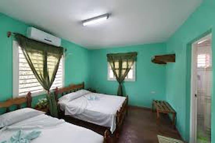 Villa AA Aleida y Lázaro 2 hab. (casa entera)