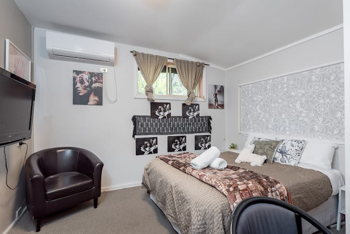Boutique (Private Rm) 7 Min Walk to Sydney Domestic Airport