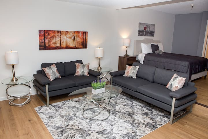 Private Hollywood Studio - Fully Furnished