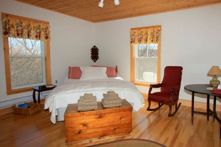 Laurel's B&B,  The Beaton Room