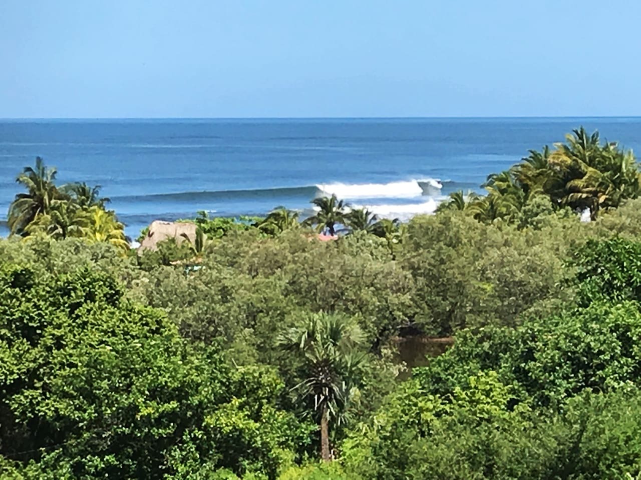 Perfect view of N. Bay surfing all day from both lower and upper levels.